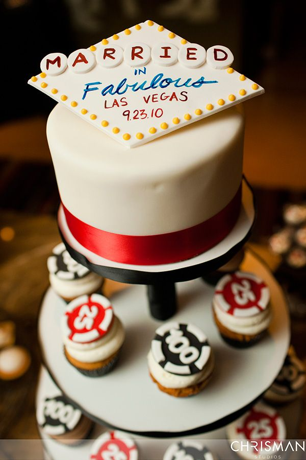 las vegas wedding cake las vegas wedding at the palms by chrisman studios wedding cupcakes. Black Bedroom Furniture Sets. Home Design Ideas