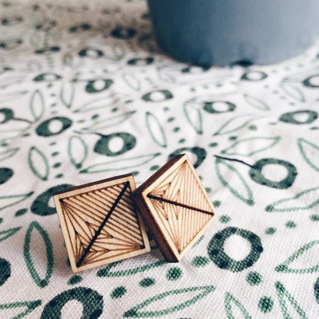 // i nostri orecchini Origami Leaf sono d'accordo: non c'è un buongiorno senza il caffè (...o il cioccolato)!! //