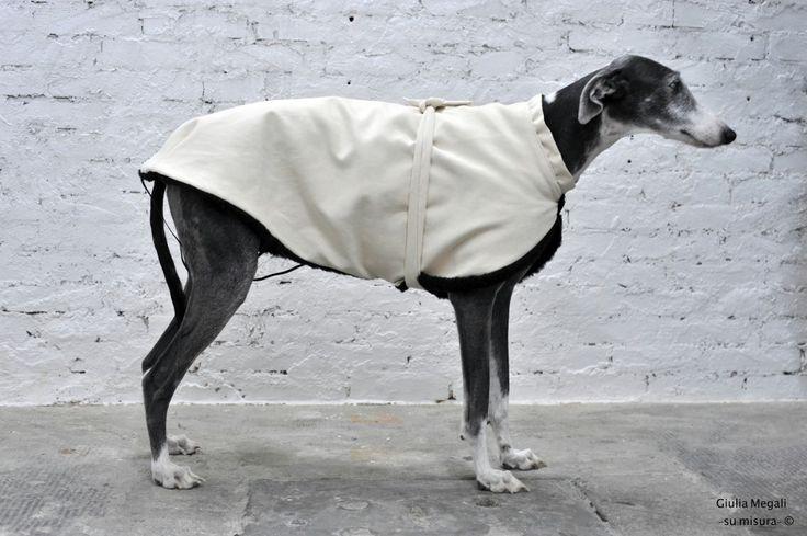 http://regalidacani.it/categoria-prodotto/regali-da-cani/abbigliamento/ #cappottino #cani #levriero #reversibile #GiuliaMegali www.regalidacani.it