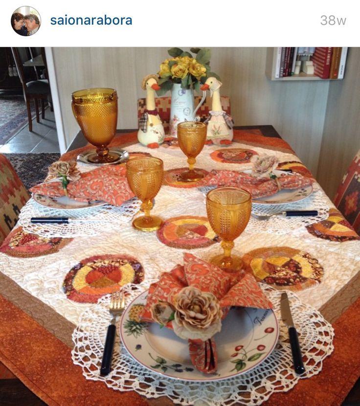 Mesa receber café laranja louça patchwork decoração