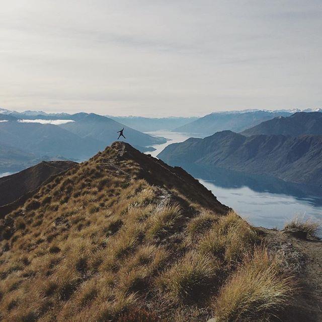 WHAT A VIEW... I did it ! Roys Peak Track  #royspeak #royspeaktrack #royspeakwanaka #lakewanaka #lovewanaka #hikking #tracking #nzmustdo #newzeland #randonnée #ascension #adventure #wanderlust #travelbug #whataview #perfectview #jump #beautifulview #mountains #lake #kiwi_photos #destinationnz #love_new_zealand