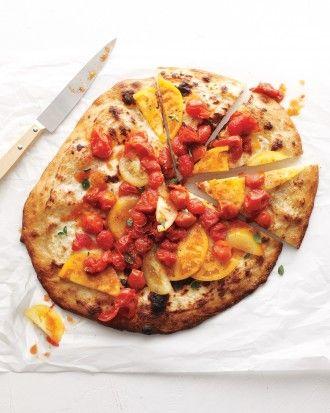 Pica ar ricotta sieru un svaigiem & ceptiem tomātiem http://www.marthastewart.com/274796/pizza-recipes/@Virginia Stokes/854190/comfort-food-recipes#slide_3