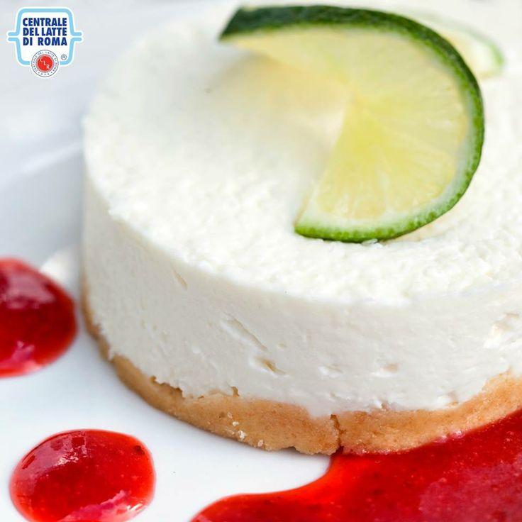 #Cheesecake con cremosa glassa di fragole...una delizia! *** Strawberry cheesecake with a slice of lime