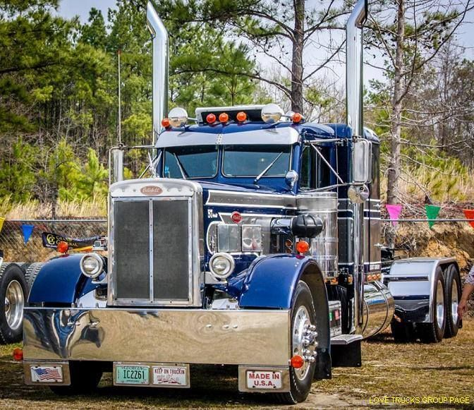 Trucking...... one of the coolest Pete's I've ever seen!