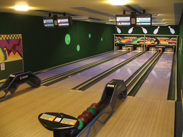 Ten Pin Bowling by ManorAshbury, via Flickr
