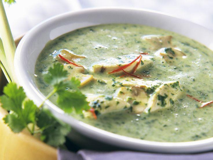 Kokossuppe mit Spinat und Hähnchen | Zeit: 25 Min. | http://eatsmarter.de/rezepte/kokossuppe-mit-spinat-und-haehnchen