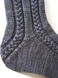 Very interesting heel (and toe) treatment. FREE pattern. Two pages of completed projects listed in Ravelry. Promising!