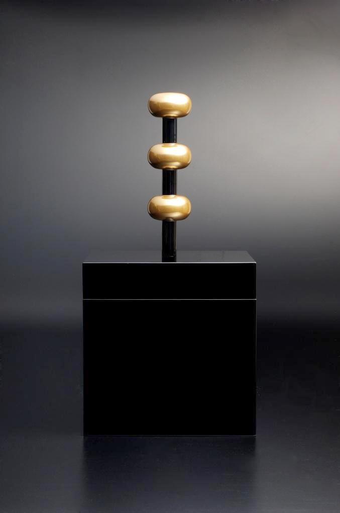 Ettore Sottsass, Box 'Kiritsubo', design 2007, for MaruTomi, Japan. Urushi lacquer, black and gold (roiro finish). Photo: Kinoshita Yasuhiko