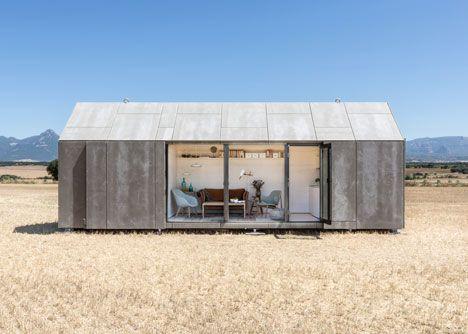 マドリッドを拠点に活動するabatonが発表した、プレハブ住宅ÁPH80を紹介しましょう。 ÁPH80は、スペイン産のもみの木を素材とした木造住宅。 この独特のファサードは、ファイバーセメント板。 窓やドアがないように見えるのは、すっぽりとこの合板で完全にカバー出来るから。 つまり、移動や長期保管にも耐えうるデザインという訳です。 APH80 2 APH80 床面積は9メートル×3メートルの27平米。 ワンルームマンションと同じ位ですね。 コンパクトながらもリビングキッチン、バスルーム、ダブルベッドも収容できる、なんとも快適な空間。 欲張らなければ夫婦で住める広さだと思います。 APH80 4 abaton社は、サステナビリティをコンセプトにした作品が多く、この住宅の素材にも、リサイクル可能かつ低アレルゲンな木材を使用しています。 お値段はというと、3万2千ユーロ(日本円で約438万円)と比較的リーズナブル?! 組立てのための所要時間はおよそ1日とのことなので、試してみる価値はあるかもしれません。 家が高いのは施工費が高いという要因もあります。…