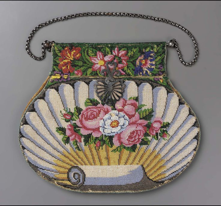 1810-1830, Europe - Shell-shaped bag - Cotton and beadwork