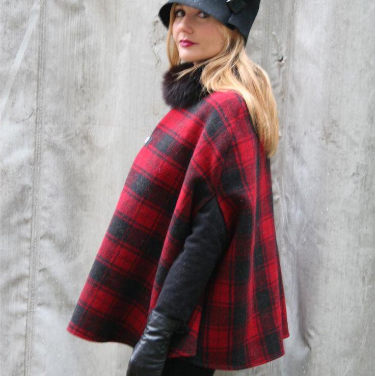 The Italian Fashion Blogger Valeria Arizzi Cocoetlavieenrose wears a tartan cape Made in Italy on www.pashionvictim.com