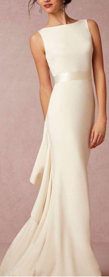 Elegantes Brautkleid, schlicht und edel #Hochzeitskleid #Hochzeit #Braut
