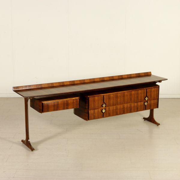 Comò anni 60 con angolo toilette; legno impiallacciato bois de rose, profilature e maniglie in ottone.
