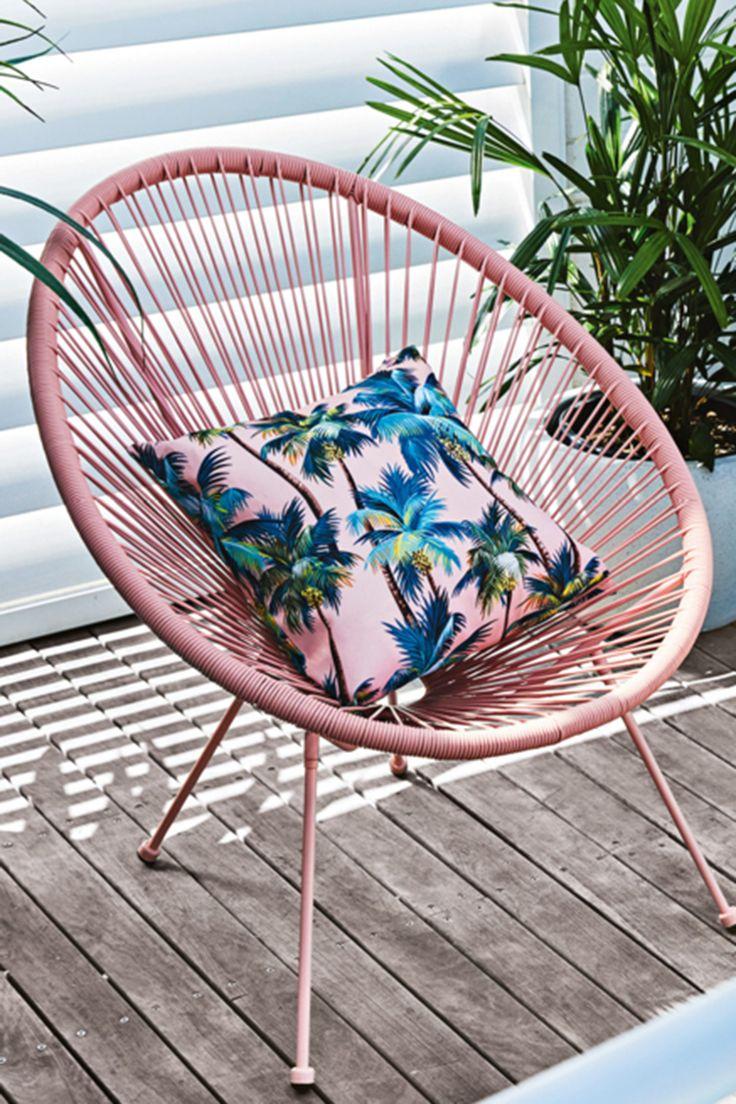 Sitting pretty in 2020 Acapulco chair, Acapulco chair