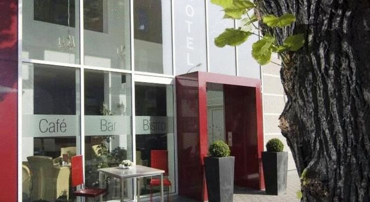 Hotel Berlin - GreenLine Hotel Zossen This modern, superior 3-star hotel enjoys a peaceful location in Zossen, 150 metres from Zossen Train Station. It offers excellent links to Berlin, Potsdam, the Spreewald Forest and the Zossen lakes.