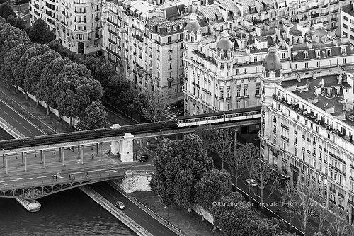 le m tro parisien englouti par la ville pont de bir hakeim paris pinterest photos. Black Bedroom Furniture Sets. Home Design Ideas