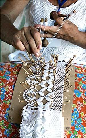 Criatividade na fabricação de rendas e bicos das artesãs cearenses, Ceará - Brasil