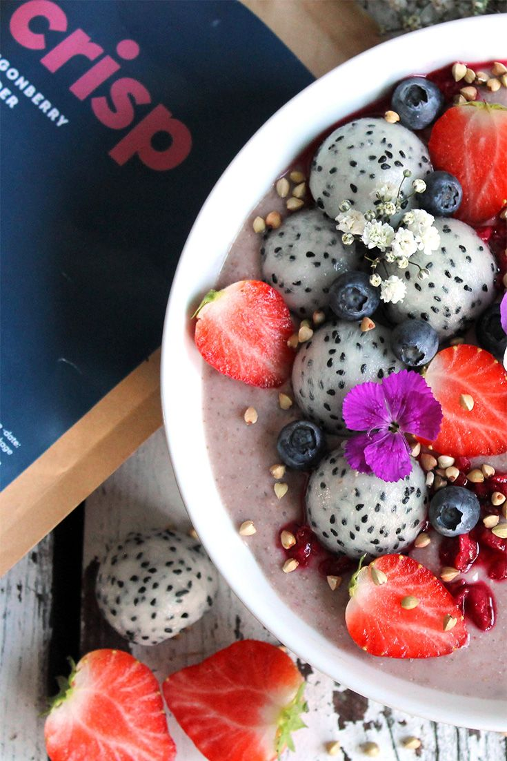 PROTEIN LINGONBERRY SMOOTHIE BOWL (vegan, no refined sugar)