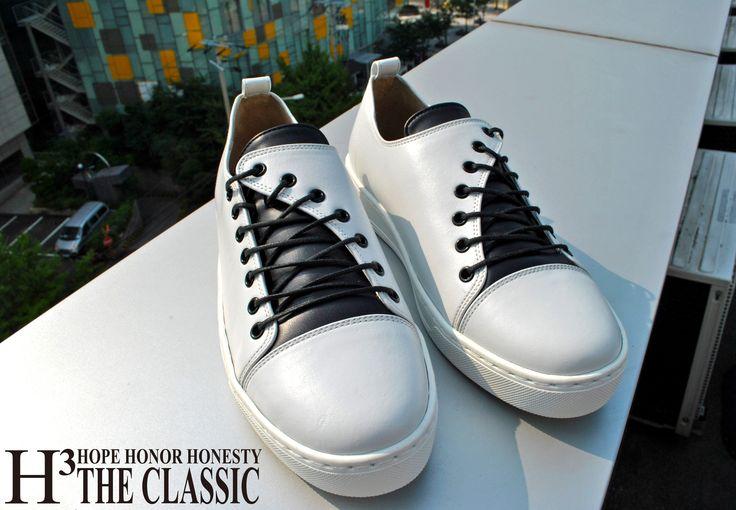 H3 The Classic (에이치쓰리더클래식) SNEAKERS 604 SERIES #h3theclassicl#handmadeshoes#shoes#madeinkorea#instashoes#classic#menshoes#oxford#h3theclassic#fashion#custom#handmade#mensshoes#instashoe#손신발#에이치쓰리더클래식#수제화#남성수제화#남자수제화#커스텀#남자구두#핸드메이드#신스타그램#맞춤#클리퍼#남성클리퍼#남자로퍼#맞춤클리퍼#fashionaddict#dailystyle#instafashion#ootd#ootdmagazine#lookbook#streetchic#데일리룩#SN-604W www.h3theclassic.com
