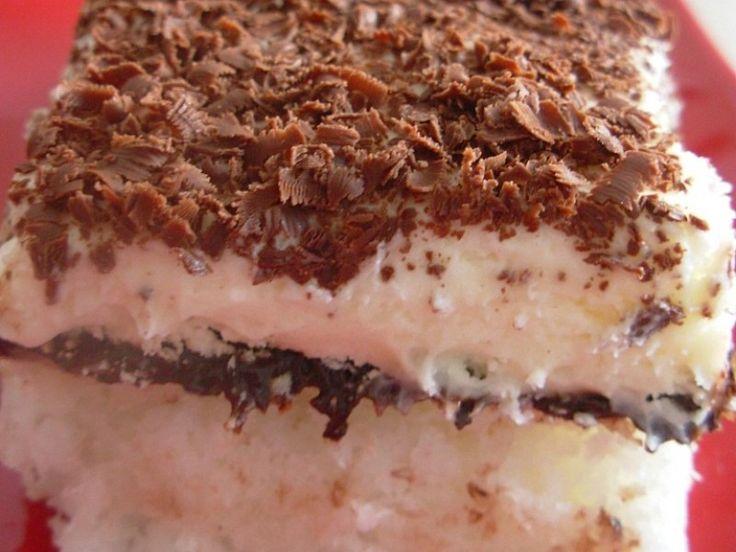 Reteta culinara Prajitura cu nuca de cocos, ciocolata si crema din Carte de bucate, Dulciuri. Specific Romania. Cum sa faci Prajitura cu nuca de cocos, ciocolata si crema
