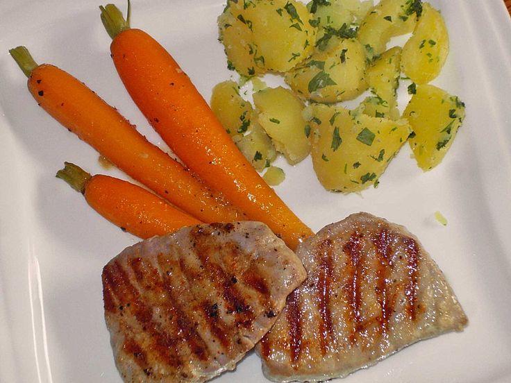 Thunfischsteak mit karamellisierten Knoblauchmöhren und Korianderkartoffeln, ein schmackhaftes Rezept aus der Kategorie Braten. Bewertungen: 16. Durchschnitt: Ø 4,0.