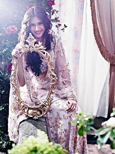 sonam-kapoor-cute-smiling-photo-shoot-shehla-khan.blogspot (450×600)