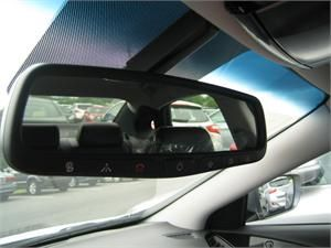 Hyundai Elantra GT Auto Dimming Mirror (E040)! The innovative Genuine OEM 2013-2017 Hyundai Elantra GT Auto Dimming Mirror (E040) was designed to protect drivers from blinding lights.