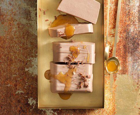 Schokoladen-Joghurt-Terrine mit Honiggelee