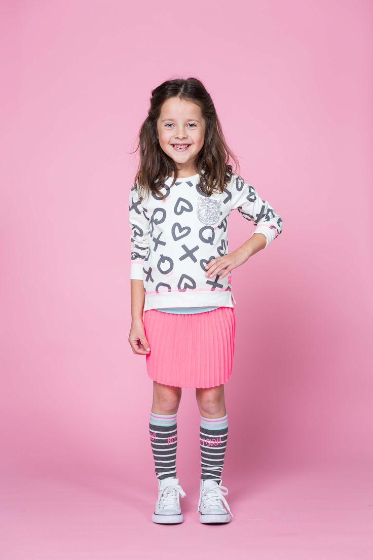 Quapi Sweater Kate Off White | Skirt Keisha Sweet | Shortsleeve Karleen Aqua Sky | Kneesocks Kiana 1 Grey Melee Stripe