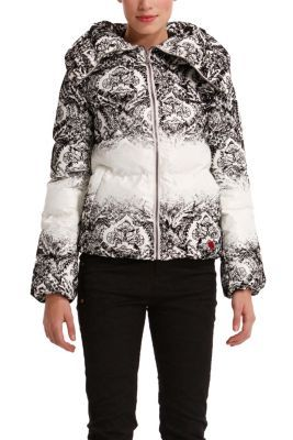 Desigual women's Videmode coat is very warm. It features a flocked black print with a raised-effect and it feels like velvet. The big lapels really stand out.