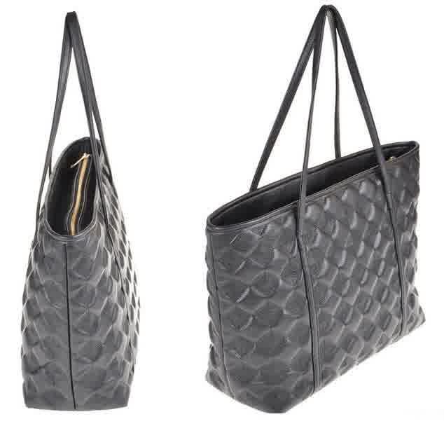 20470 Black Tinggi : 26cm Lebar : 37cm Tebal : 12cm Cara Buka : Resleting Tali Panjang : Tidak Ada Bahan : PU 500 gram 118.000 #fashion #bag #tas