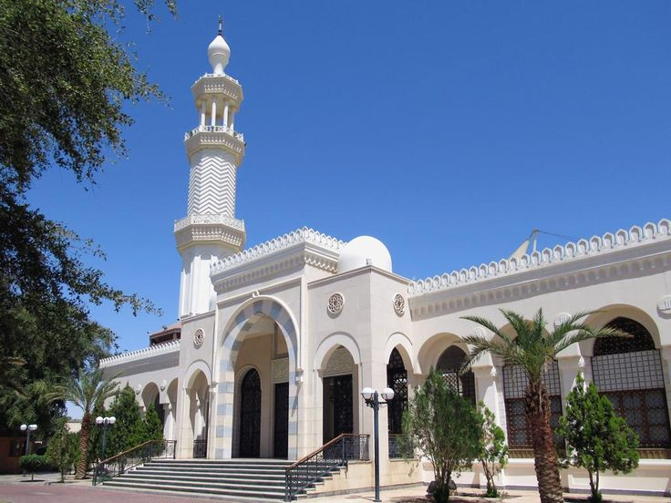 The Sharif Hussein Bin Ali Mosque (1975) stands in the center of Aqaba, Jordan.