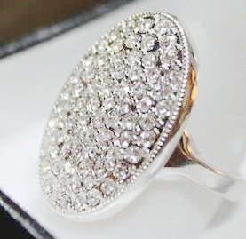 Bella's engagement ring. This would be such a snazzy ring :)
