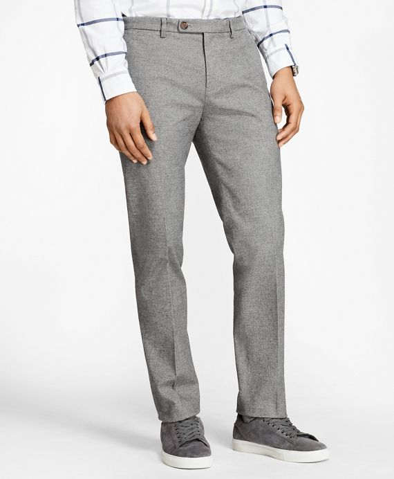 """<a href=""""#pdplearnmore"""" class=""""lm"""">The Red Fleece Collection</a><br>Soft stretch-cotton brushed twill and rich heathered hues lend our slimmest chinos an air of refinement. These essential chinos are equipped with a front button-tab and zip-fly closure, on-seam side pockets and slightly slanted welt back pockets.<br><br>Machine wash; imported."""