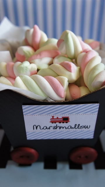 Vagão dos marshmallows  036 by PraGenteMiúda, via Flickr