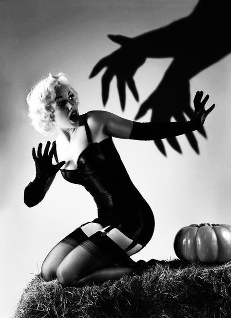 Vintage Halloween Pin up
