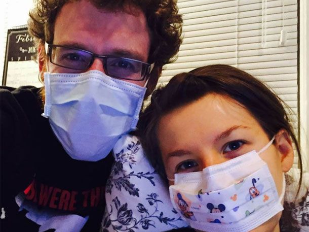 Es ist klingt wie ein schlechter Witz. Doch Johanna Watkins reagiert tatsächlich allergisch auf ihren Ehemann. Der Grund ist eine seltene Immunerkrankung.