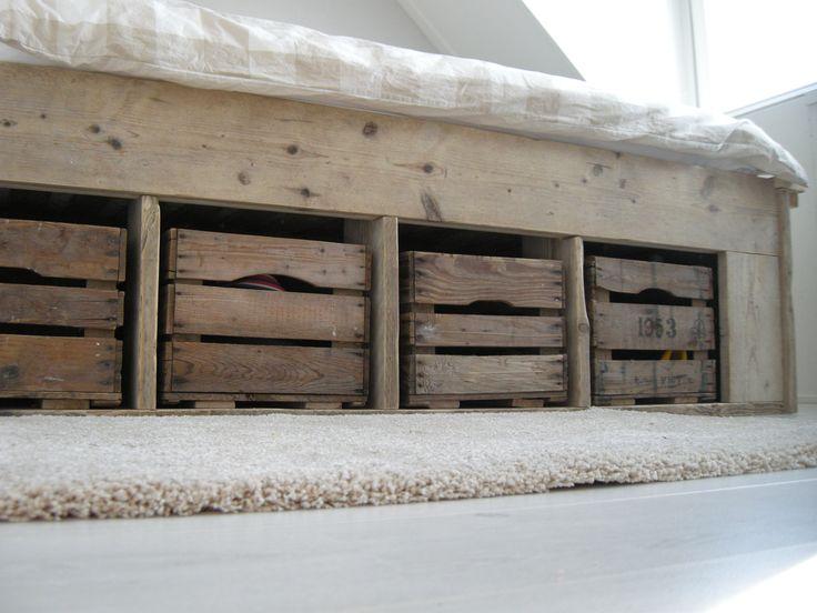 9 beste afbeeldingen over steigerhouten bedden op pinterest kinderbedden zoeken en toverstokken - Loft bed met opbergruimte ...