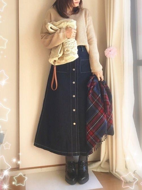 春はデニムスカートがかわいい季節♡GUからは、何種類ものデニムスカートが登場しています。その中から今回は、新作のデニムフロントボタ…