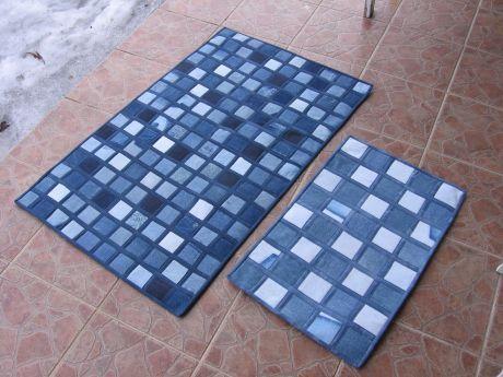 Nämä kylpyhuoneen matot olen tehnyt vanhoista farkuista. Erisävyiset tilkut tekevät maroista mosaiikin näköisiä.