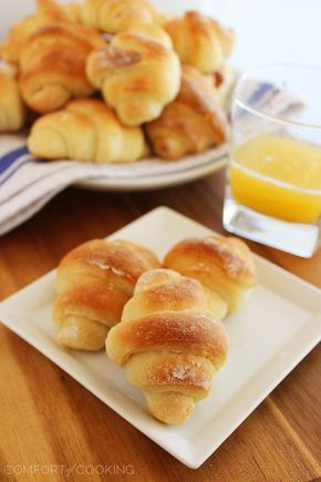 Buttery No-Knead Crescent Rolls http://www.thecomfortofcooking.com/2014/11/buttery-homemade-crescent-rolls.html