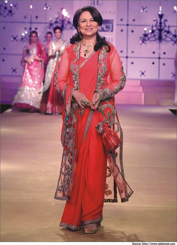 Sharmila Tagore has walked on the ramp for Wills Fashion Week  #SharmilaTagore #boolywood #sarees