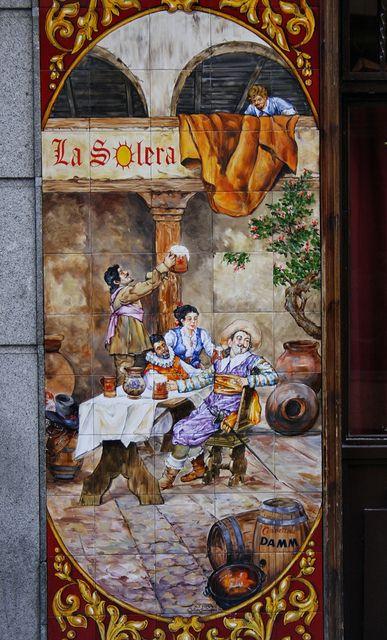 Azulejo de Julián Santacruz. Calle de la Victoria. Madrid