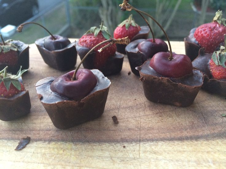 Raw chocolate berry cubes