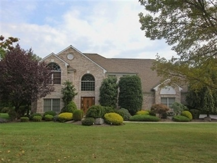 9 Tanglewood Dr, Warren Twp., NJ 07059 — Gorgeous 5 bdrm, 3.2 baths in Greenwood Meadows. Step-down LR w/ french doors, formal DR, Eat-in kit w/ ss appl, granite counters, center island,sliders to 2-tier deck w/ outdoor lighting.