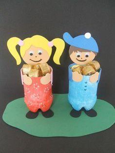 jongetje of meisje gemaakt van een plastic flessen met iets lekkers of een cadeautje erin...