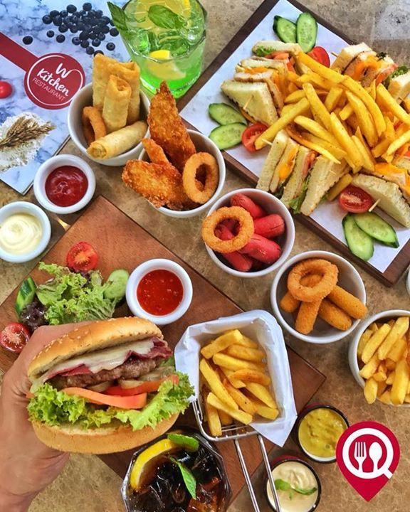 Classic Burger & Sıcak Atıştırmalıkar & Classic Burger - W Kitchen Restaurant / İstanbul ( Bakırköy)   Çalışma Saatleri 08:00 - 22:00  0 212 660 11 55  20/ Classic Burger  1750/ Sıcak Atıştırmalıklar  1450/ Club Sandviç  Alkolsüz Mekan  Paket Servis Yok  Sodexo Ticket Var  Açık Alan Var  Çocuk Oyun Alanı Yok  Otopark Mevcut GİTMEK İSTEDİĞİN ARKADAŞLARINI ETİKETLE