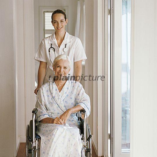 p3281830f, 30-40 Jahre, Älter werden, Dienstleistungsberuf, Gesundheitspflege, Kommunikation, Menschen, Schieben, Weiß