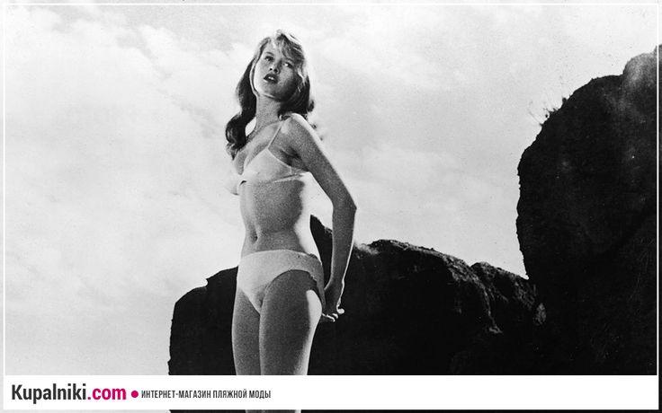 """Бриджит Бардо в фильме """"Манина, девушка в бикини"""".   Один из первых фильмов, который продемонстрировал миру бикини (1952 год).  #кино #бриджитбардо #фильм"""