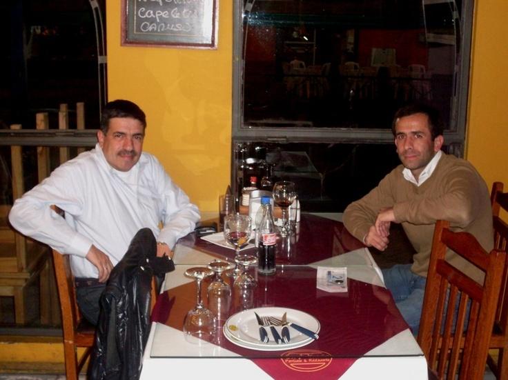 Año 2012: cenando en la ciudad de Rivera junto a Alejandro Ferraz, Director de Automotora El Gaucho.